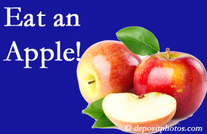 Auburn chiropractic care recommends healthy diets full of fruits and veggies, so enjoy an apple the apple season!